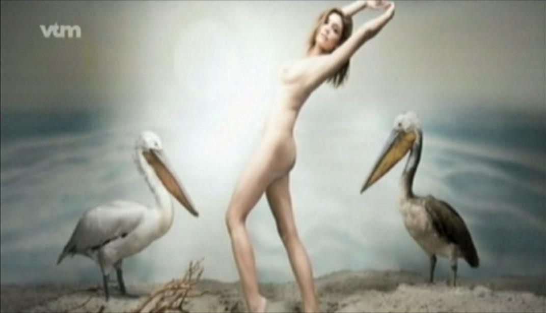 evi-hansen-bloot-en-topless-02