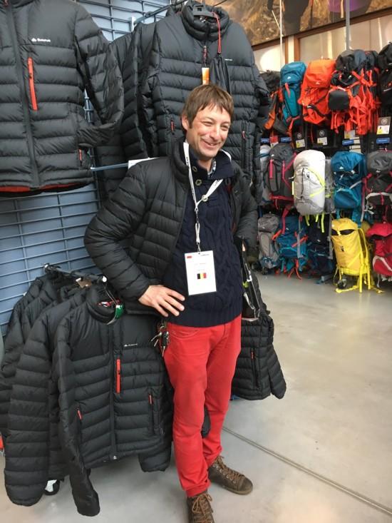 Sven van skibum.be gaat naadloos op in de Decathlon store met zijn eigen aankopen...