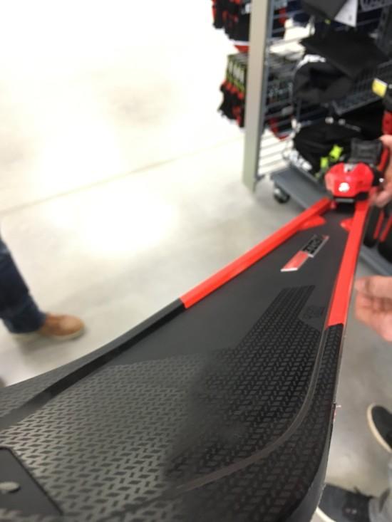 De ski zonder houtkern aan zeer competitieve prijs